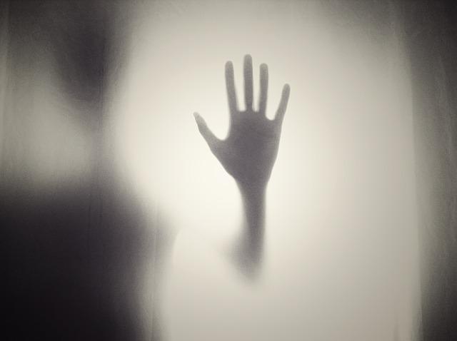手なし娘は両手を切られる怖いグリム童話